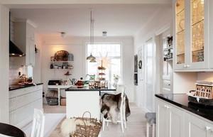 白色宜家的厨房