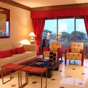 婚房客厅红色大窗帘