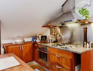 斜顶阁楼厨房欣赏