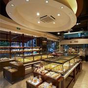 超大户型的蛋糕店