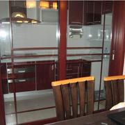 红木框框的厨房推拉门