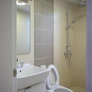 白色纯美的卫生间