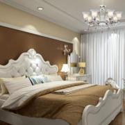 咖啡色卧室白色窗帘