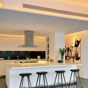 家居白色厨房吧台