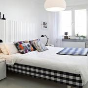 简洁卧室飘窗