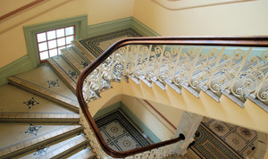 欧式绚丽铁艺旋转楼梯效果图