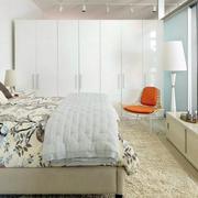 卧室精致白色大衣柜
