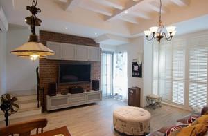 沉稳庄重的美式别墅客厅电视背景墙装修图片