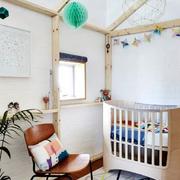 白色的实用儿童房