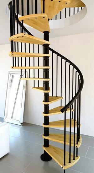 明亮鲜艳的楼梯