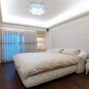 浅色调的卧室欣赏