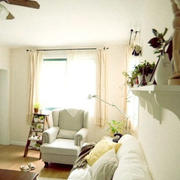 白色的恬静客厅图片