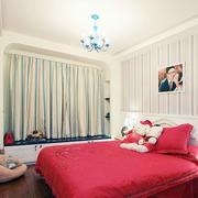 卧室精致的飘窗窗帘