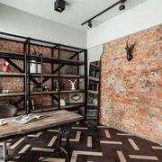 客厅粗犷的墙面展示