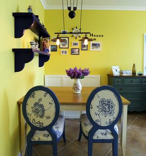 黄色餐厅餐桌椅布置