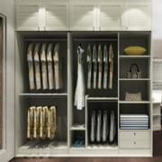 收纳空间充足的衣柜