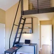 室内的铁艺楼梯