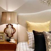 卧室床头灯饰布置