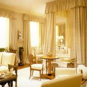 宫殿式别墅卧室图