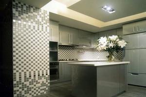 灰色调的开放式厨房