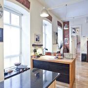 小型的厨房吧台