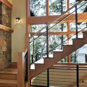 温暖的家居楼梯设计