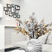 简洁时尚的客厅照片墙