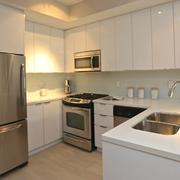 白色简约小厨房
