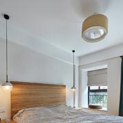 简洁实用的卧室