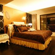 温暖舒适的卧室图