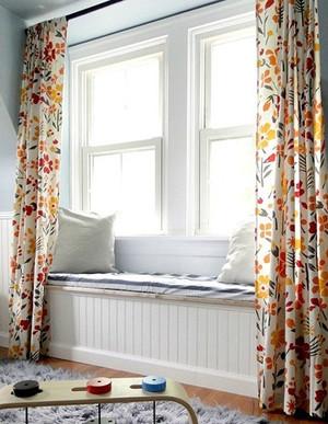 飘窗小碎花的窗帘