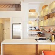 小户型厨房温馨吧台