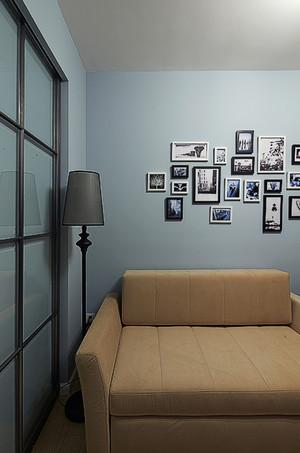客厅简单至极的照片墙