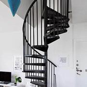 小户型黑色旋转楼梯