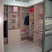 女生公寓粉色的衣帽间