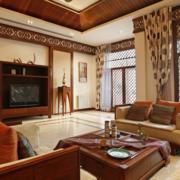 复式楼豪华的客厅窗帘