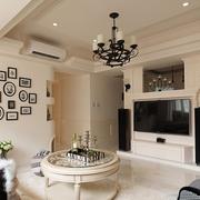 温馨小客厅照片墙