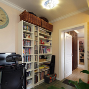 书房白色容量大的书柜