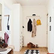 白色温馨的鞋柜