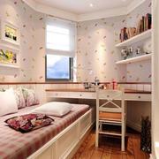 卧室榻榻米书柜设计