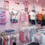童装店衣架展示图