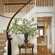 复式楼楼梯花束装饰