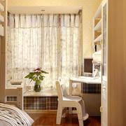 卧室素雅清淡的飘窗