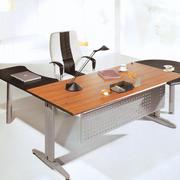 现代化的办公桌