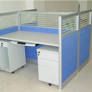 现代简约的办公桌