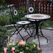 复式楼庭院休闲餐桌椅图