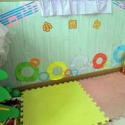 幼儿园教室彩色墙面