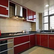 红色亮眼的厨房厨柜