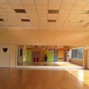 幼儿园教室简约吊顶图