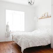 白色简约的小卧室